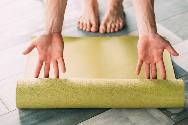 Fitness esportivo e treinamento de resistência. exercício físico para um corpo forte e mente saudável