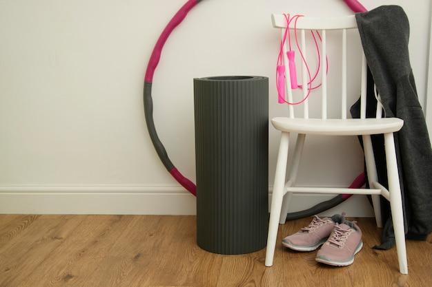 Fitness, ioga, equipamentos de conceito de esporte para o exercício.