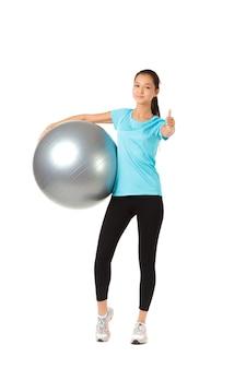 Fitness mulher e bola de pilates