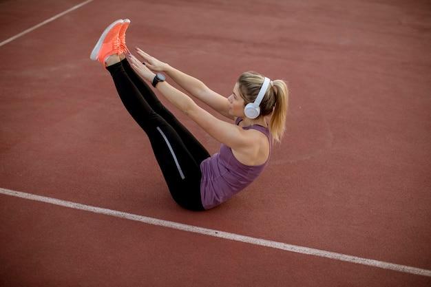 Fitness mulher treino abs treino