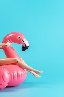 Flamingo de brinquedo de piscina inflável com pernas de boneca em um azul