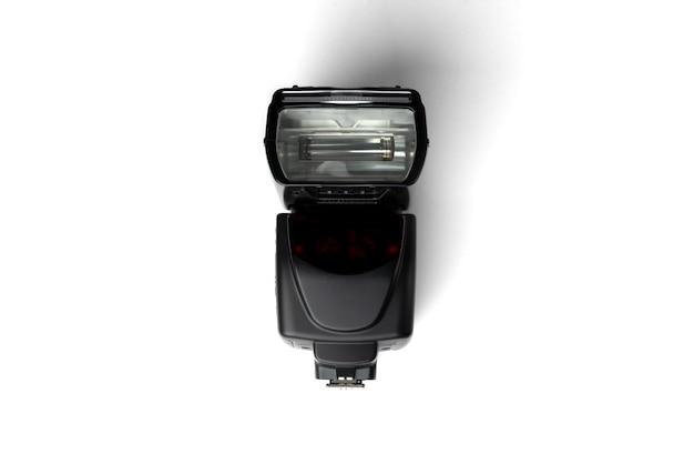 Flash da câmera fotográfica isolado no fundo branco.