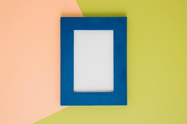 Flat lay blue frame com espaço vazio