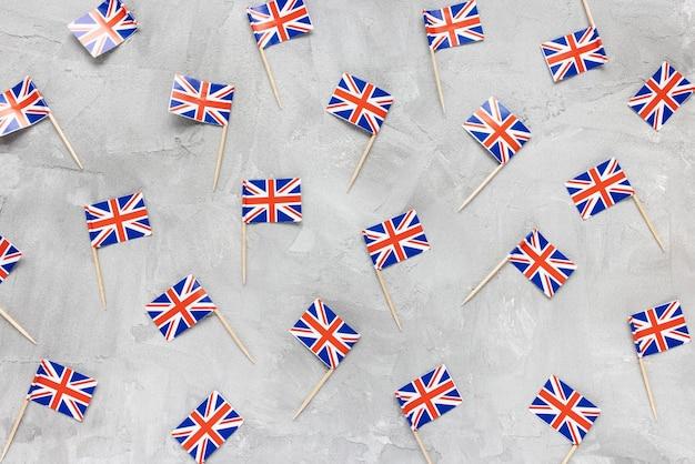 Flat lay com bandeiras do reino unido em cinza
