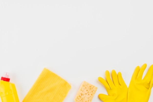 Flat lay de produtos de limpeza