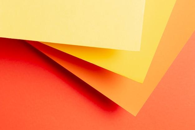 Flat lay padrão feito de diferentes tons de cores quentes