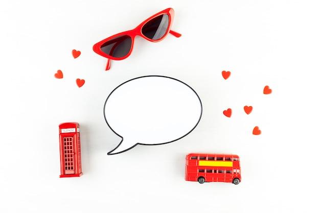 Flat leigos com londres phonebooth e caixa de luz em forma de balão com espaço de cópia de texto