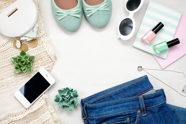 Flat leigos com roupa urbana feminina elegante