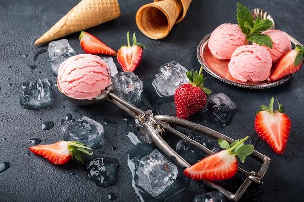 Flat leigos com sorvete de morango