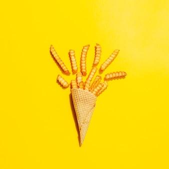 Flat leigos de cone com batatas fritas