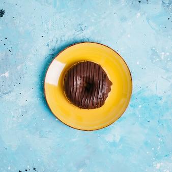Flat leigos de donut no prato
