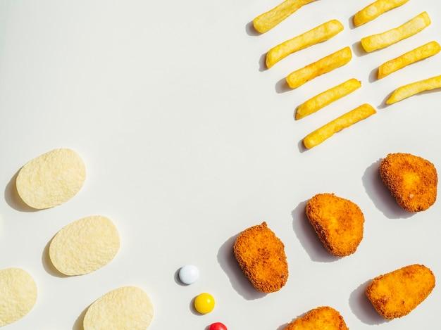 Flat leigos de pepitas, batatas fritas e batatas fritas