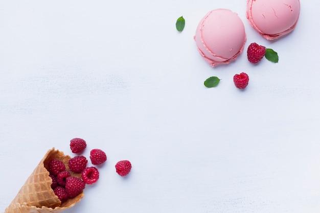 Flat leigos de sorvete com sabor de framboesa