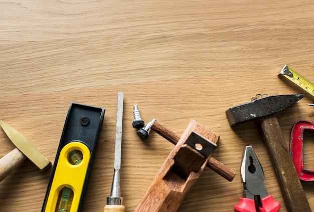 Flat leigos de várias ferramentas de técnico isolado