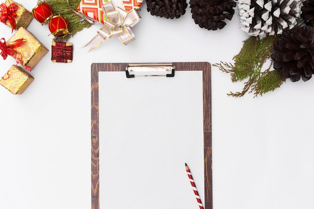Flat leigos natal prancheta maquete. idéias de natal, notas feliz natal feliz ano novo
