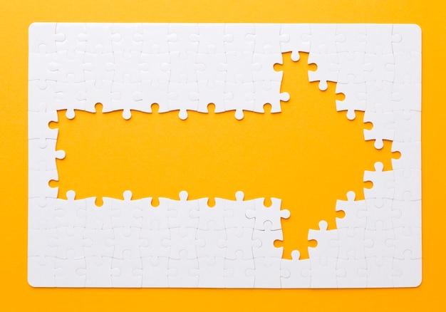 Flecha feita de peças de quebra-cabeça, apontando para a direita