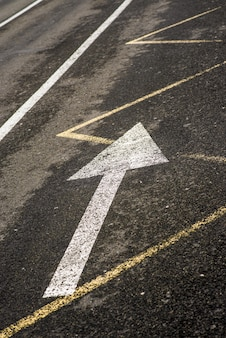 Flecha no asfalto