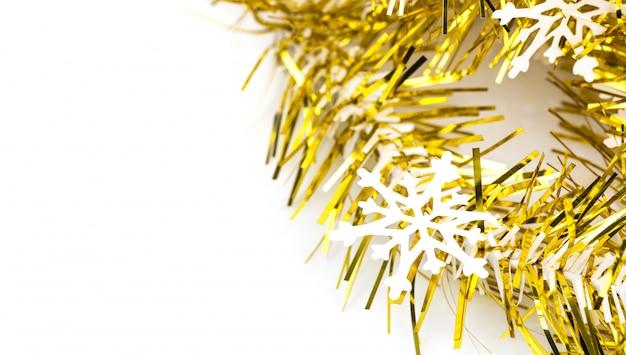 Floco de neve em uma fita de ouro