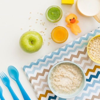 Flocos de aveia com leite e frutas