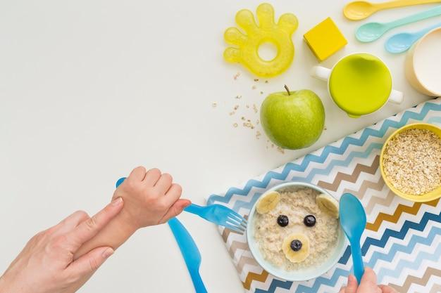 Flocos de aveia com leite para bebê