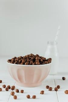 Flocos de chocolate no café da manhã