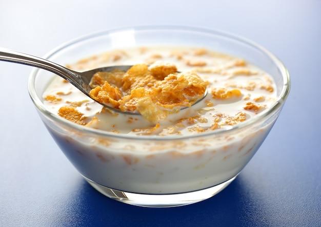 Flocos de milho no leite