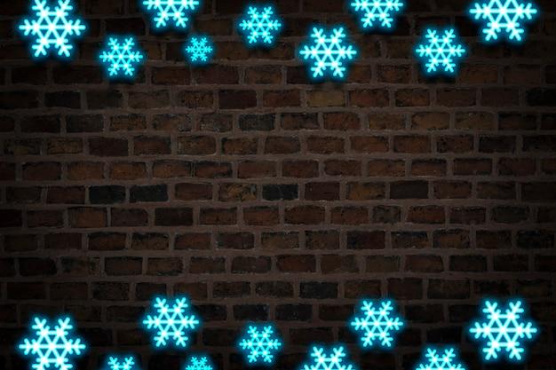 Flocos de neve azuis, sinal de néon no fundo da parede de fogo. conceito de queda de neve, feriados de ano novo e natal, inverno.