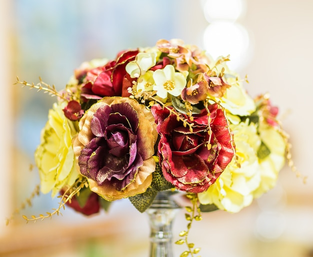 Flor artificial colorida decoração