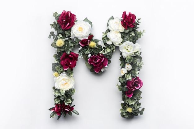 Flor carta m monograma floral foto gratuita