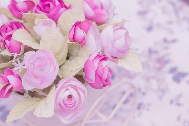 Flor cor-de-rosa para o fundo, conceito do amor.