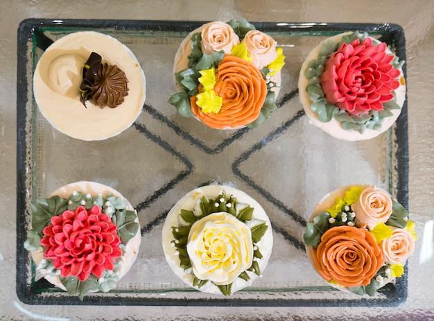 Flor cupcake na vista superior.