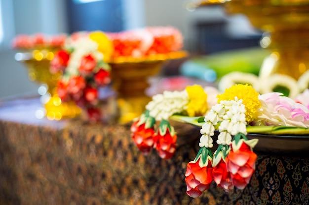 Flor da grinalda tailandesa no hotel.
