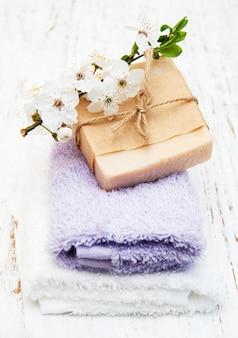 Flor de cerejeira e sabonete artesanal