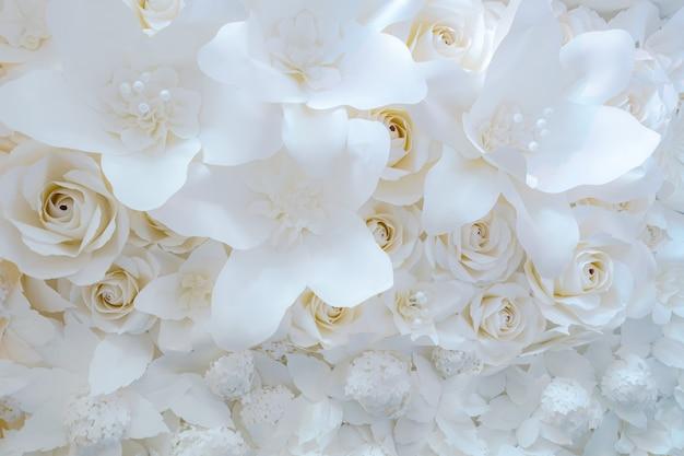 Flor de papel, rosas brancas cortadas de papel, decorações de casamento, fundo de flores de casamento misto