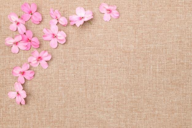 Flor e pano de linho