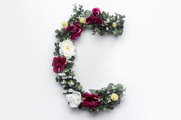 Flor letra c monograma floral foto gratuita