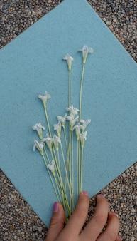Flor organizar em mosaico de azulejos