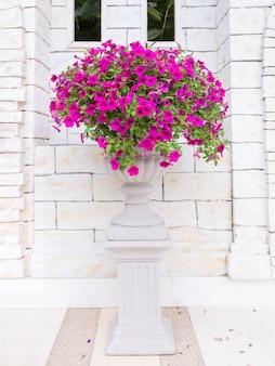 Flor, romana, flor, pote, decorativo, tijolo, parede