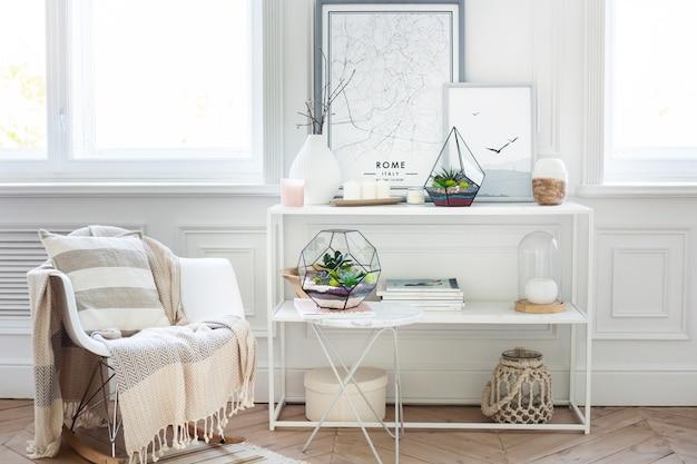 Florarium - composição de suculentas, pedra, areia e vidro, elemento de interior, decoração de casa