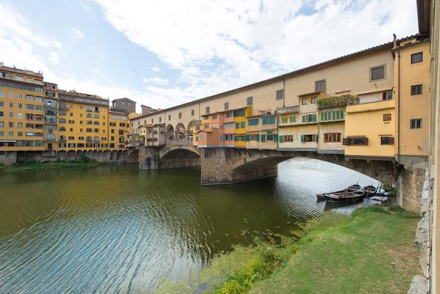 Florença, a velha ponte com barcos