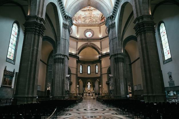 Florença, itália - 24 de junho de 2018: vista panorâmica do interior da cattedrale di santa maria del fiore (catedral de santa maria da flor) é a catedral de florença