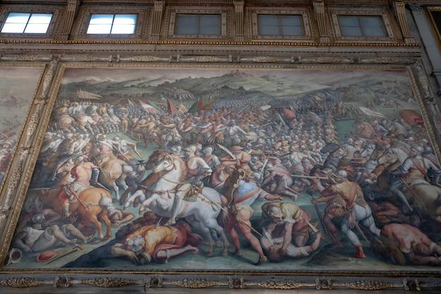 Florença, itália - 24 de junho de 2018: visualização em close de fotos de artistas italianos no palazzo vecchio (antigo palácio) é a prefeitura de florença