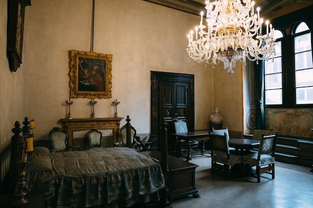 Florença, itália - 25 de junho de 2018: vista panorâmica do interior do palazzo medici, também chamado de palazzo medici riccardi. é um palácio renascentista em florença. é a sede da cidade metropolitana de florença e museu