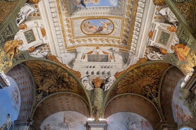 Florença, itália - 26 de junho de 2018: vista panorâmica do interior e das artes do palazzo pitti (palácio pitti) é um palácio em florença. situa-se na margem sul do rio arno