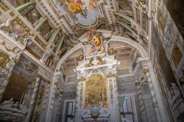 Florença, itália - 26 de junho de 2018: vista panorâmica do interior e das artes do palazzo pitti (pitti palace) é um palácio em florença. situa-se na margem sul do rio arno