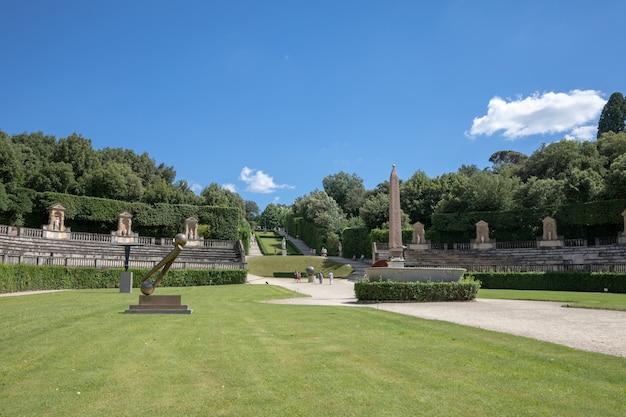 Florença, itália - 26 de junho de 2018: vista panorâmica dos jardins boboli (giardino di boboli) é um parque em florença, itália, que abriga uma coleção de esculturas e algumas antiguidades romanas