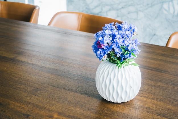 Florero na mesa