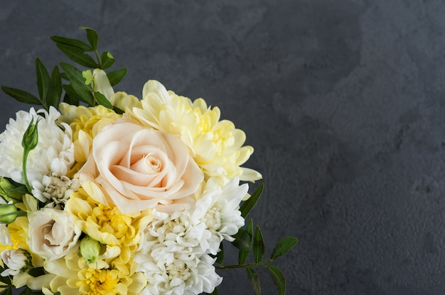 Flores buquê rosa amarela