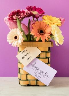 Flores coloridas com cartão
