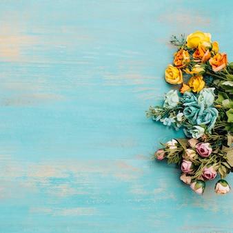Flores coloridas com espaço de cópia para o texto.